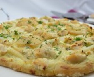 Creamy Garlic Chicken and Seafood Pizza
