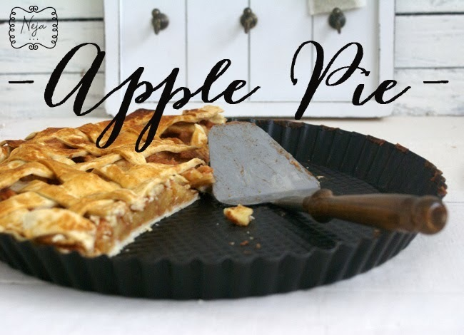 Apple pie (without refined sugar) / Jabolcna pita (brez rafiniranega sladkorja)