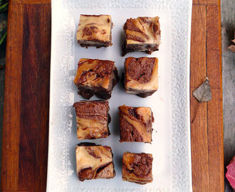 Bailey's Cheesecake Swirl Brownies #Choctoberfest