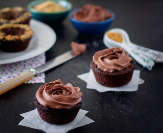 Vegan & Gluten Free Chocolate Brownie Cups with Vegan Chocolate Frosting - Σοκολατένια Brownie Cups Χωρίς Γλουτένη και Αυγά με Vegan Frosting Σοκολάτας #vgfoodblogawards