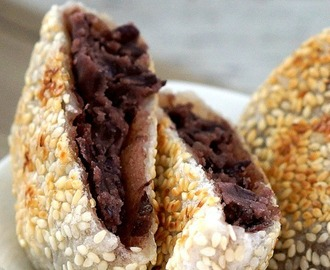 Sticky rice cake with red bean paste ~ 芝麻豆沙饼