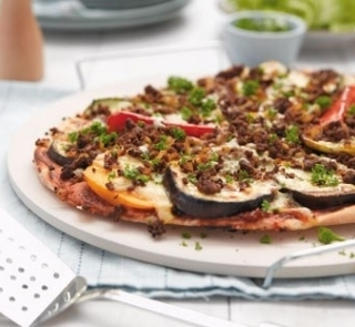 Pizza with spicy lamb and grilled vegetables