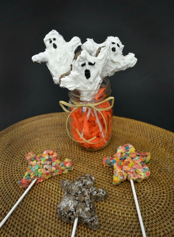 Quick and Easy Halloween Treats: Spiders and Ghosts! Oh my! #yum #ad @GoTeamCocoa @GoTeamFruity