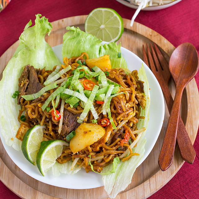 Sweet and Spicy Beef Mee Goreng (Indian-style Fried Noodles)