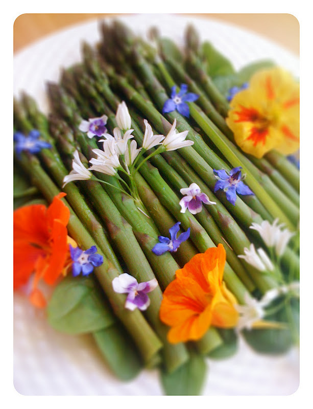 Spring Asparagus Salad, and yes you can eat the flowers too!