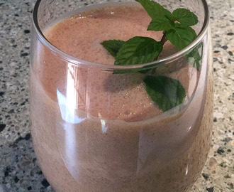 Chocolate Peppermint Kefir Smoothie