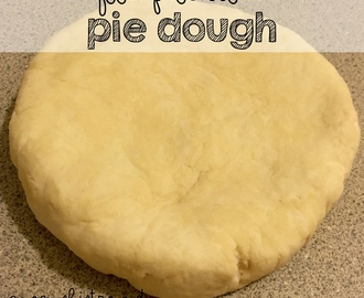 Perfect Pie Dough Tips and Homemade Pie Dough In The Food Processor Just In Time For Thanksgiving with Thanksgiving Pie Recipe Ideas | #FoolproofThanksgiving