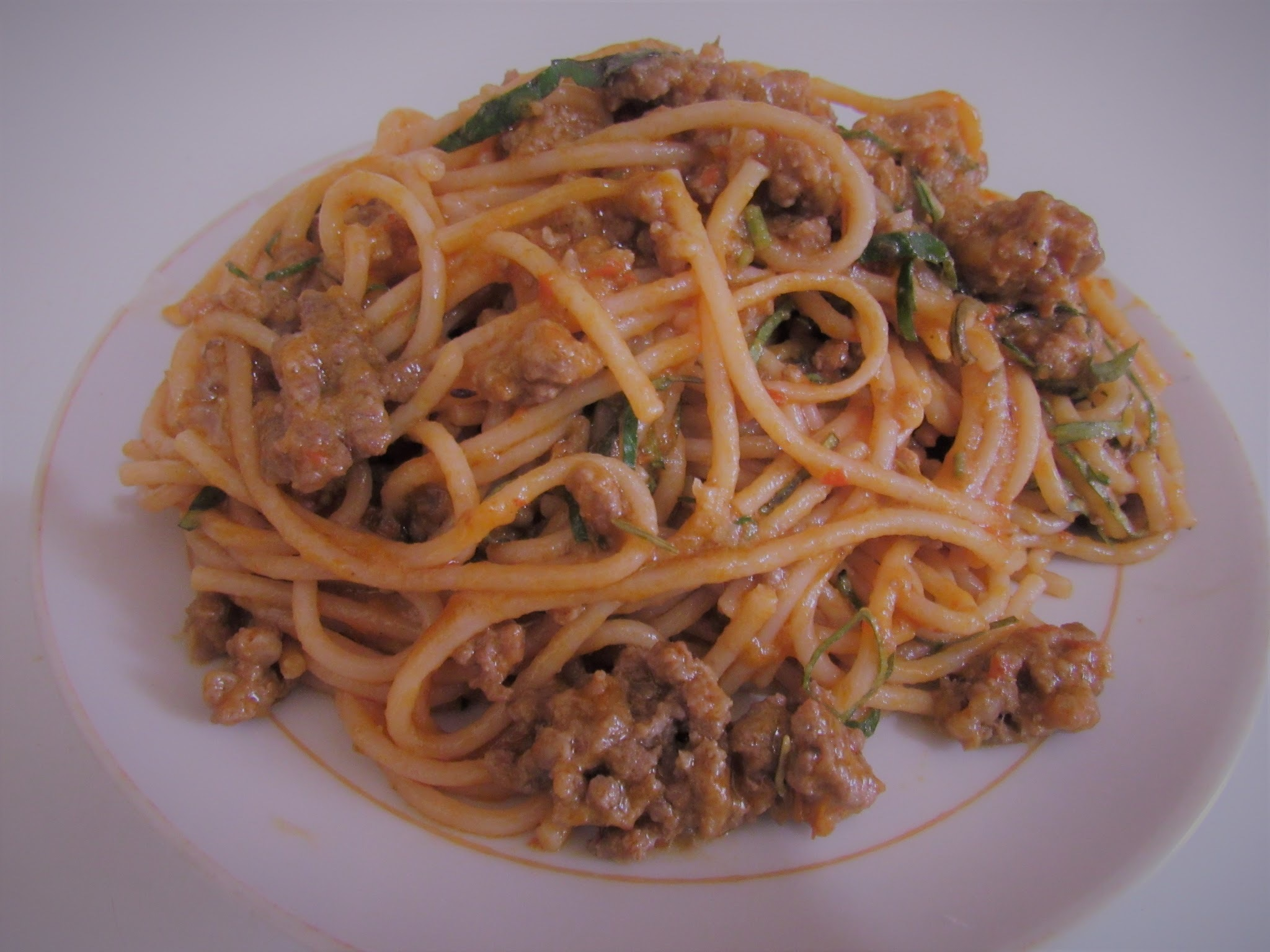 How to cook spaghetti with minced meat and vegetables
