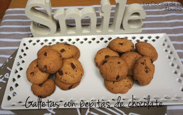 Galletas de chocolate crujientes.