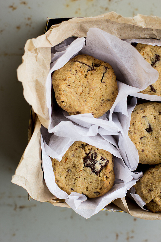 gluten-free spiced orange chocolate chunk cookies recipe and a bunch of Christmas links...