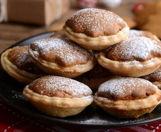 Gingerbread Mince Pies [Vegan]