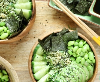 Vegetarische sushi bowl met avocado