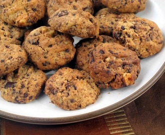 chocolate and walnut cookies with iced tea