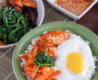 Easy Bibimbap Rice Bowl with Spicy Sesame Chicken