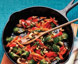 Stir-Fried Broccoli with Bell Peppers and Cashews