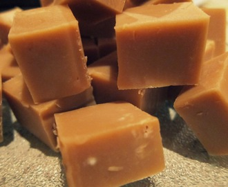 MNM's Bake: Caramel & White Chocolate Fudge