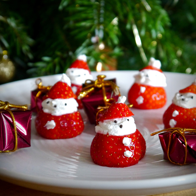 Christmas appetizer: Strawberry Santas