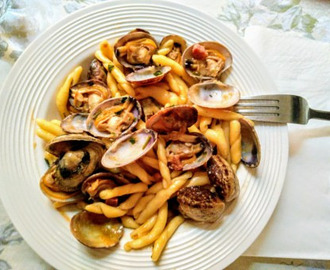 TROFIE PASTA IN CLAMS AND BACON SAUCE