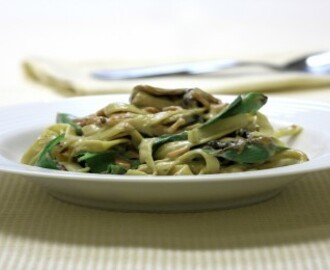 Bacon, mushroom and spinach fettuccine