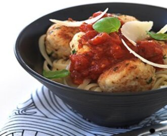 Tegel chicken meatballs with tomato sauce