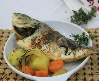 Keep it simple ... Peixe: Dourada no forno com tomilho e alho!