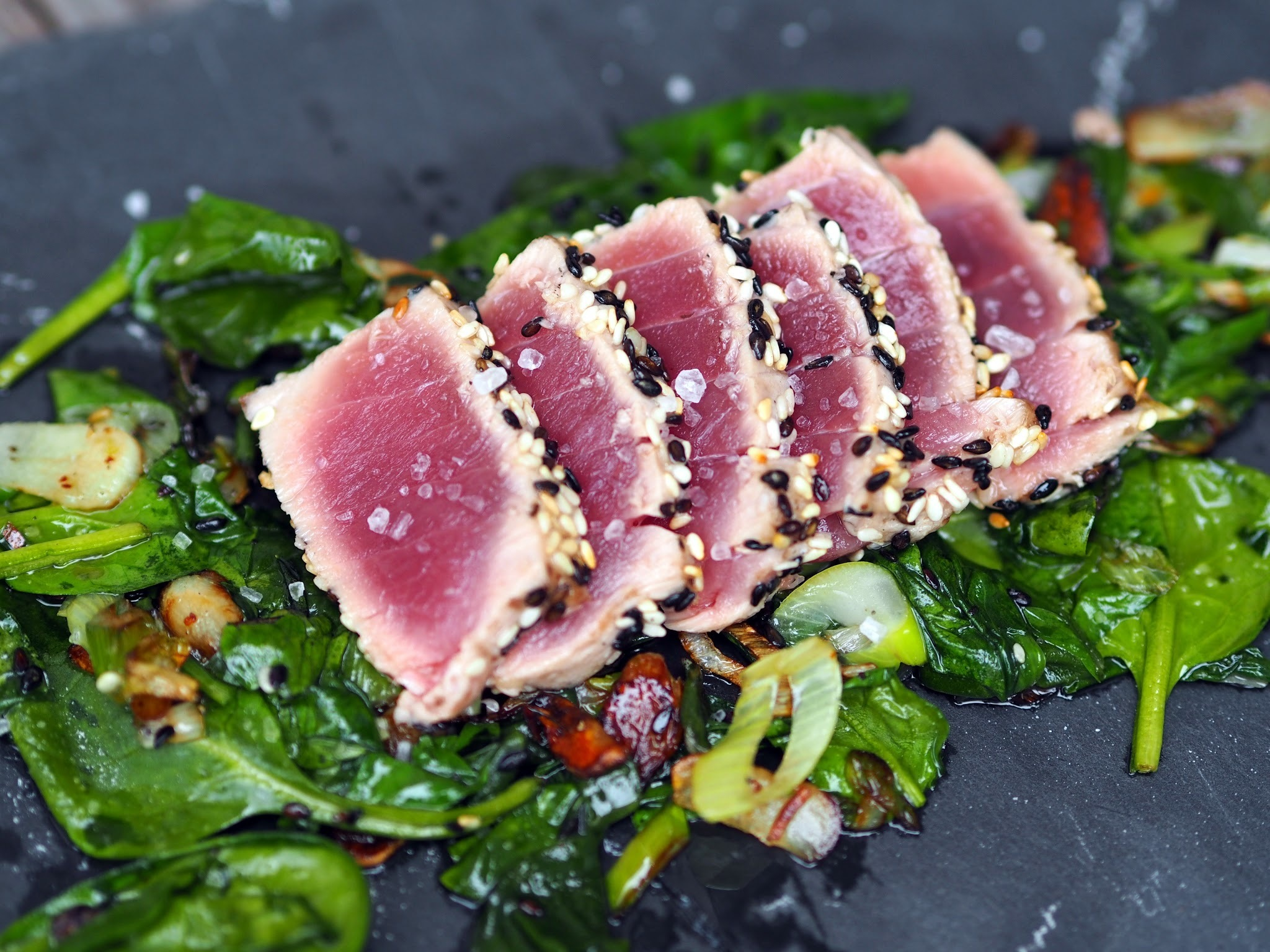 SEARED TUNA / TUŇÁK V SEZAMU