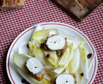 Salade d'endives, noix et cranberries, tartines de Sainte-Maure de Touraine