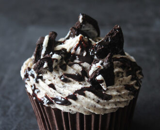 Eggless Cookies and Cream Cupcakes