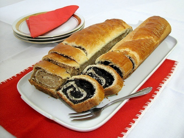 Poppy seed and walnut roulade recipe