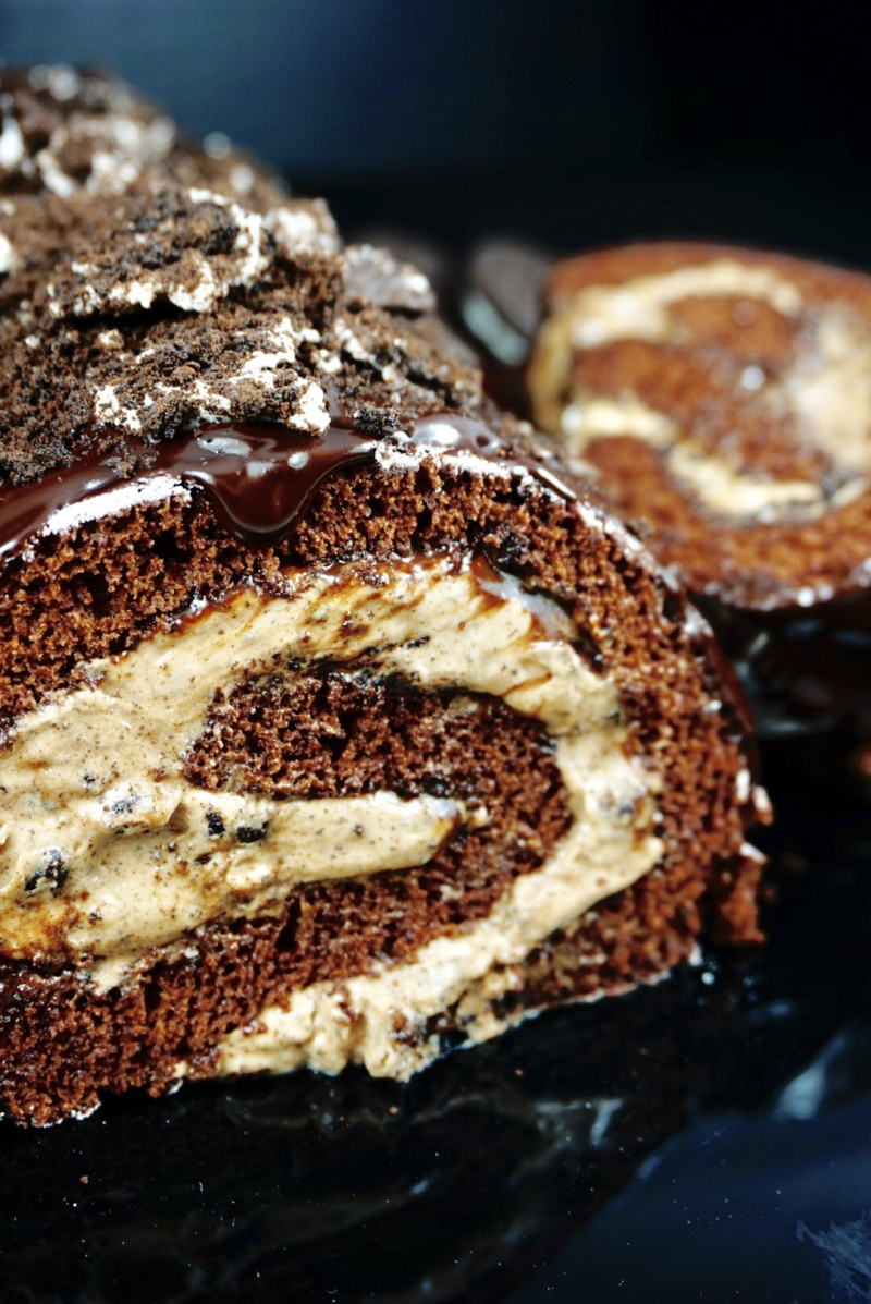 Cookie`n Cream Chocolate Oreo Cake Roll with Nougat