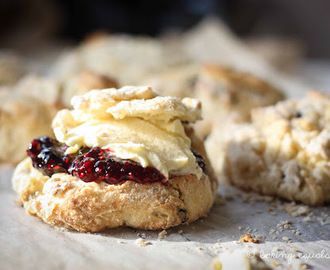 'Cause every little thing scone be alright: Cinnamon Currant Scones with Mascarpone & Quick Berry Jam
