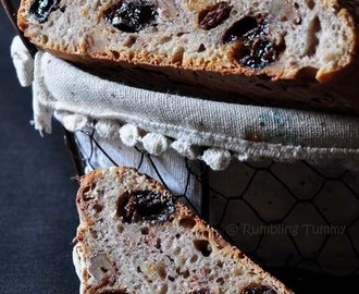Walnut and Raisin Bread (Natural Yeast)