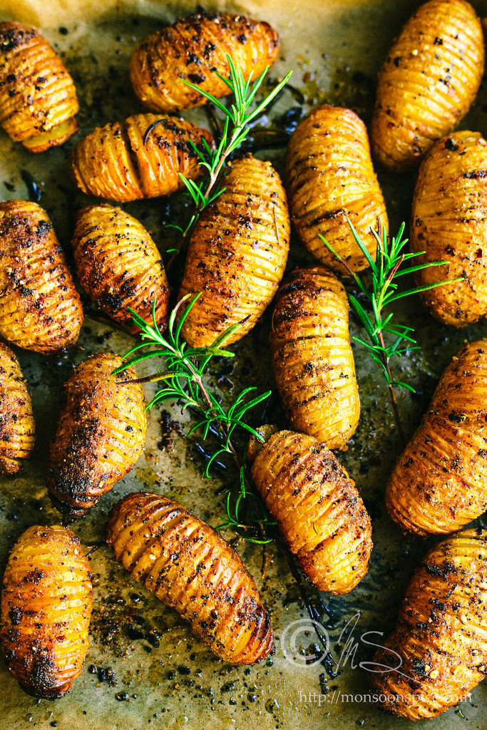 Roasted Hassleback Potatoes with Rosemary and Spicy Garlic Yogurt Dip Recipes