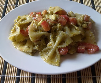Pasta with pesto sauce and fresh mozzarella