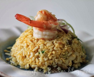Recipe: Golden fried rice with prawns and bunashimeji mushrooms