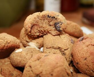 Low Carb Coconut Flour Espresso Dark Chocolate Macadamia Nut Cookies