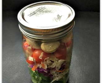 Make It & Take It: Baby Kale Cabbage & Pickled Veggie Mason Jar Salad