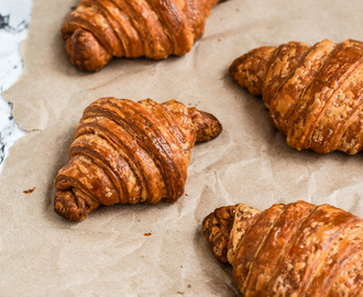 Slowing down /-/ Croissants with Sour mandarins compote