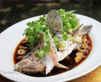 Chinese Style Steamed Mouse Grouper Fish with Soy Sauce, Ginger, Scallion and Cilantro (Resep Ikan Kerapu Bebek/Tikus Tim Hongkong)