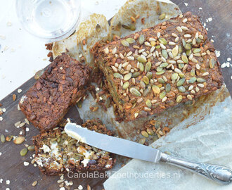 Soda bread met havermout, noten en zaden