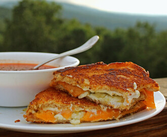 Meatless Monday ~ Jalapeno Pepper Jelly Grilled Cheese Sandwiches