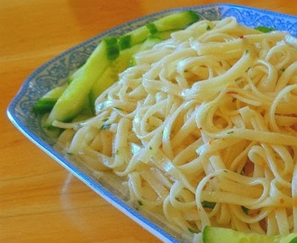 Frugal Foodie Friday - Garlic Noodles aka P.F. Chang.