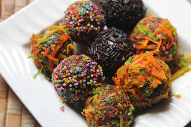 No Bake Chocolate Biscuit Balls Recipe - Choco Biscuit Truffles Recipe