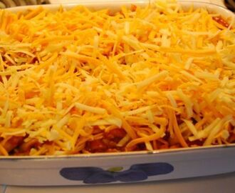 Easy, Cheesy Amish Pizza Casserole
