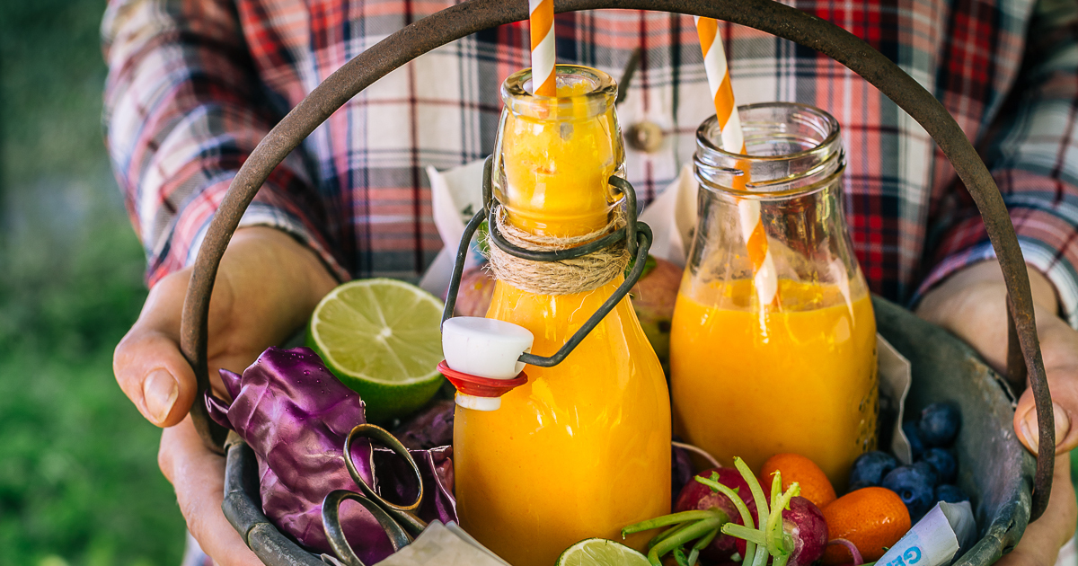 TROPICAL CARROT TURMERIC SMOOTHIE
