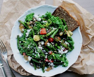 What I usually Eat for Lunch  // Veg Salad with Kale, Feta Cheese & Roasted Sunflower Seeds