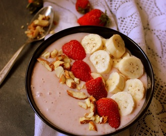 Strawberry Oatmeal breakfast Smoothie Bowl