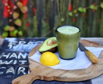 HOW TO CREATE THE PERFECT GREEN SMOOTHIE