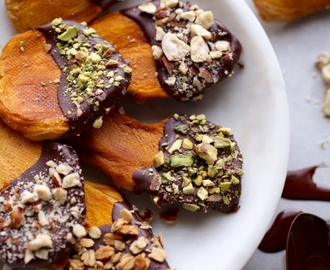 Dark Chocolate Dipped Mango Snacks // Gluten & Dairy Free
