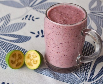 Avocado Feijoa & Berry Smoothie